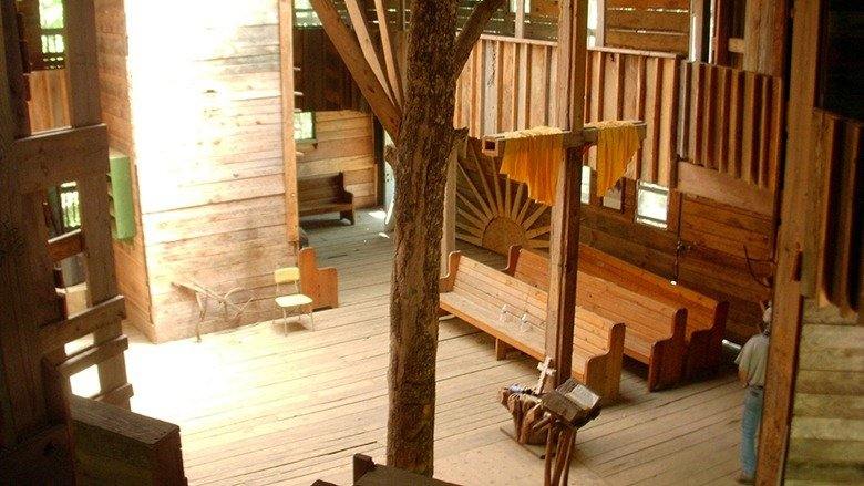 Biggest Treehouse In The World 2015 world's largest treehouse is bigger than your house | the mary sue
