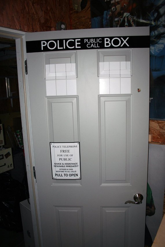 ... thrilled that your door doesnu0027t have the proper handle or placement itu0027s obviously time to build a new door instead of just not get the TARDIS decals. & Turn Your Front Door Into the TARDIS With This Vinyl Door Decal ...
