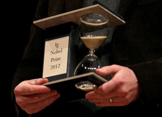 ইগ নোবেল ২০১২ মজার পুরষ্কার ইগনোবেল এর এবারের বিজয়ীরা!!!না দেখলে আফসোস করবেন