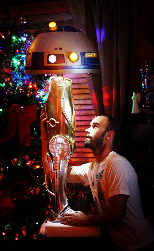 FRA-GEE-LAY! It's A Star Wars-Style Christmas Story Leg Lamp | The ...