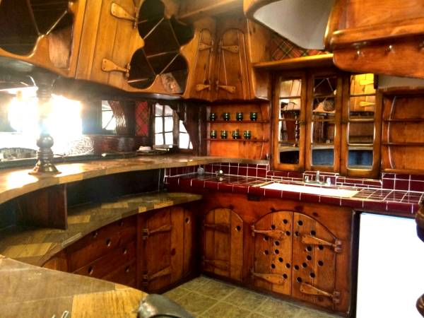 hobbit house for rent in la the mary sue. Black Bedroom Furniture Sets. Home Design Ideas