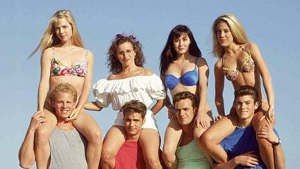 Luke Perry, Jason Priestley, Shannen Doherty, Jennie Garth, Tori Spelling, Brian Austin Green, Ian Ziering, and Gabrielle Carteris in Beverly Hills, 90210 (1990)