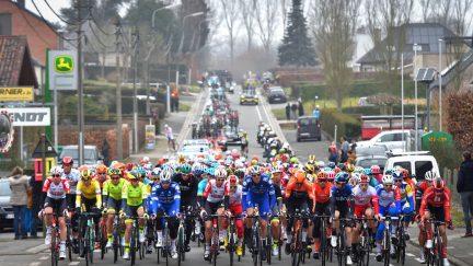 Omloop Het Nieuwsblad female cyclist made to stop