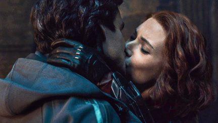 Bruce Banner and Natasha Romanoff kiss Age of Ultron