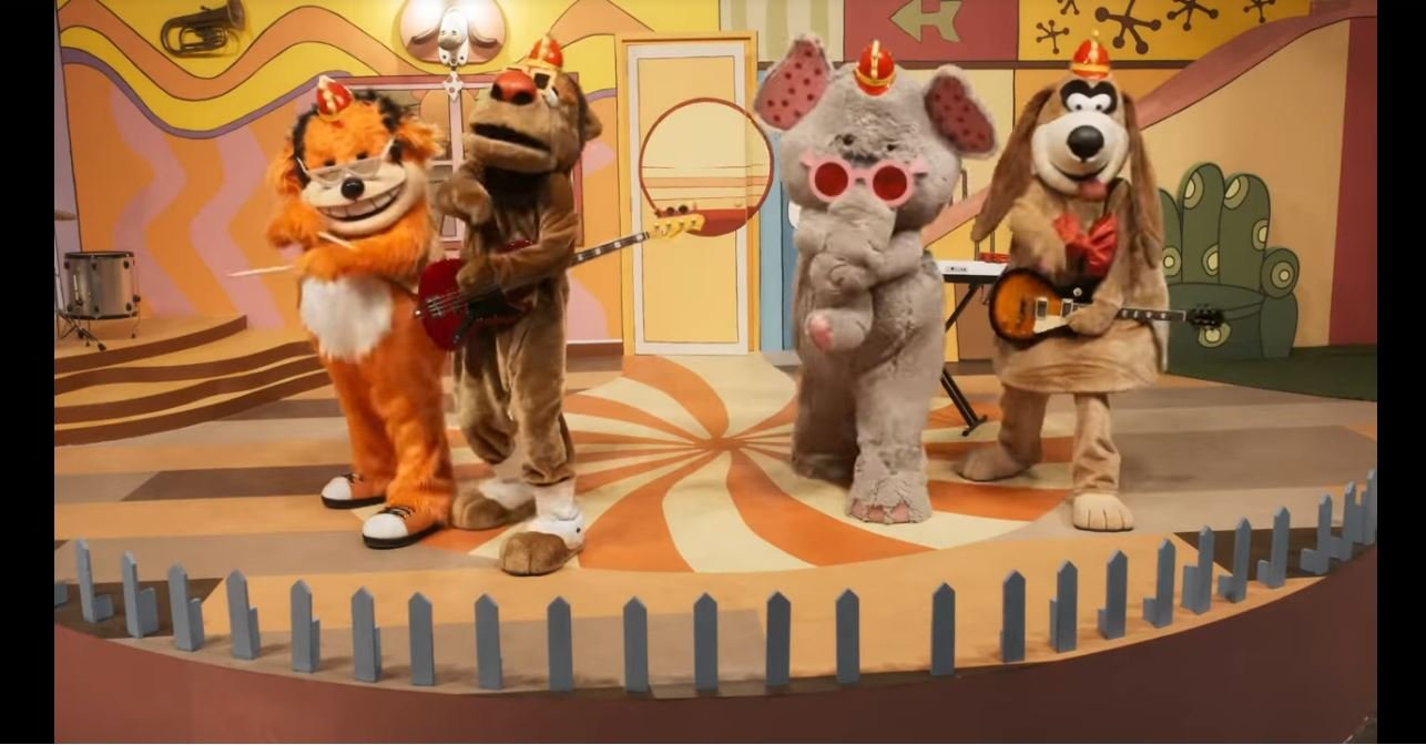 This Trailer for The Banana Splits Movie is B-A-N-A-N-A-S