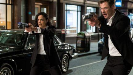 Tessa Thompson and Chris Hemsworth in Men in Black: international.