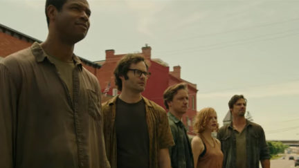 Mike (Isaiah Mustafa), Richie (Bill Hader), Bill (James McAvoy), Bev (Jessica Chastain), and Ben (Jay Ryan) face their pasts in IT Chapter Two.