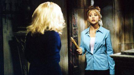 Sarah Michelle Gellar and Julie Benz in Buffy the Vampire Slayer (1997)