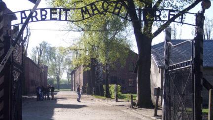Arbeit macht frei Auschwitz sign