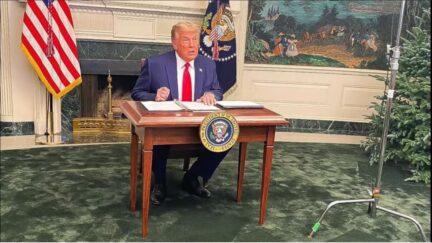 trump tiny desk