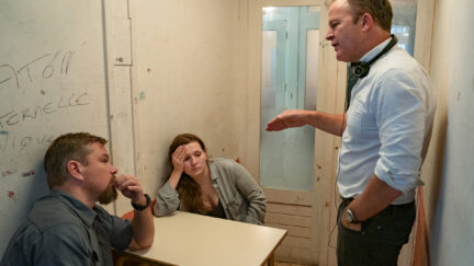 (L to R) Actor Matt Damon, actor Abigail Breslin and director Tom McCarthy on the set of STILLWATER