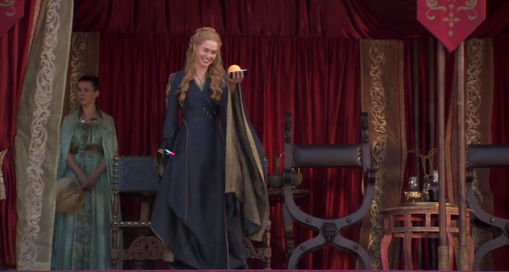Cersei thinkin' 'bout crushing the heads of her rivals like oranges :)